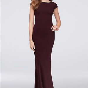 CAP-SLEEVE CREPE SHEATH GOWN WITH DEEP-V BOW BACK